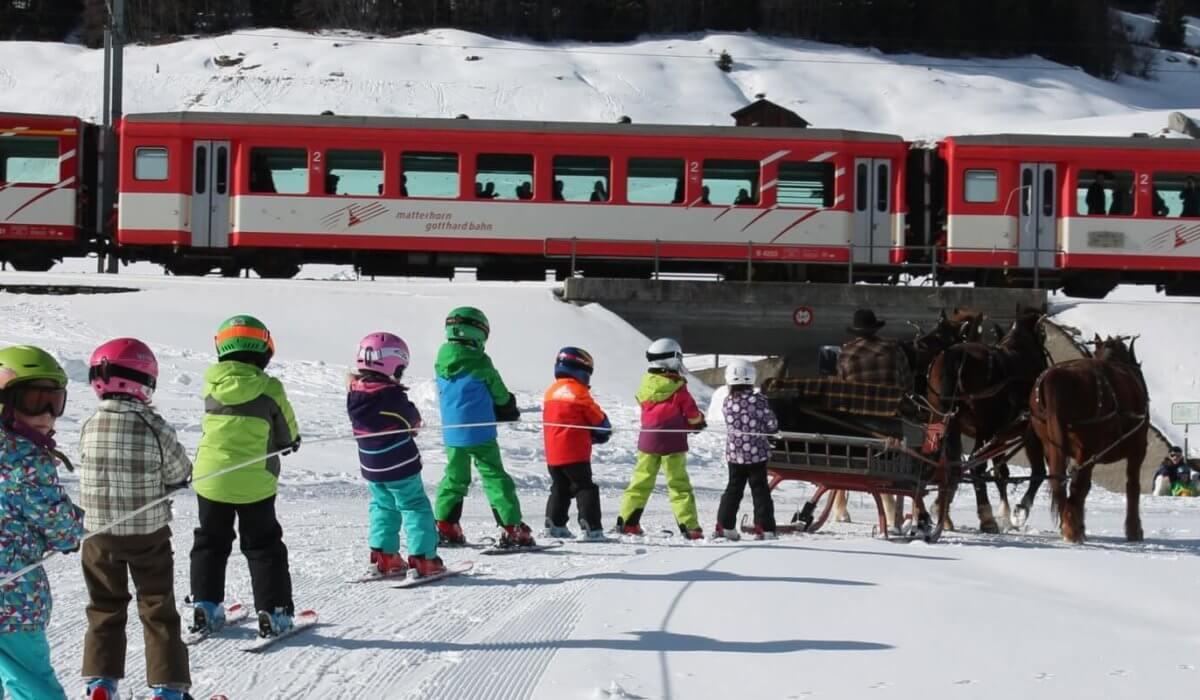 Skilift a tre cavalli nella svizzera Disentis