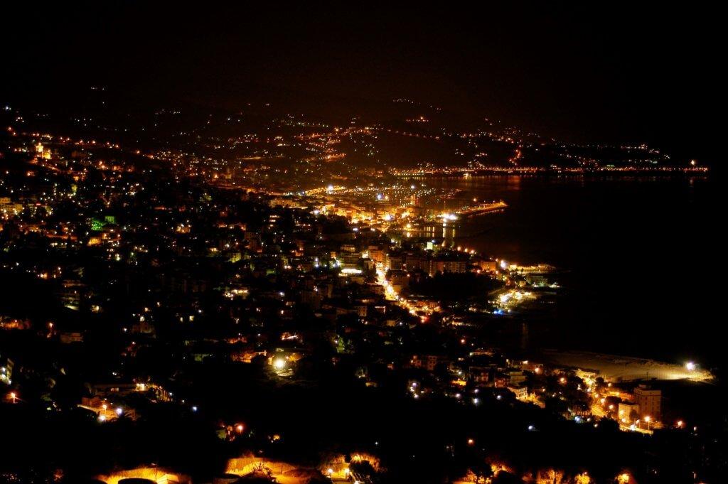 Panorama notturno di Sanremo,