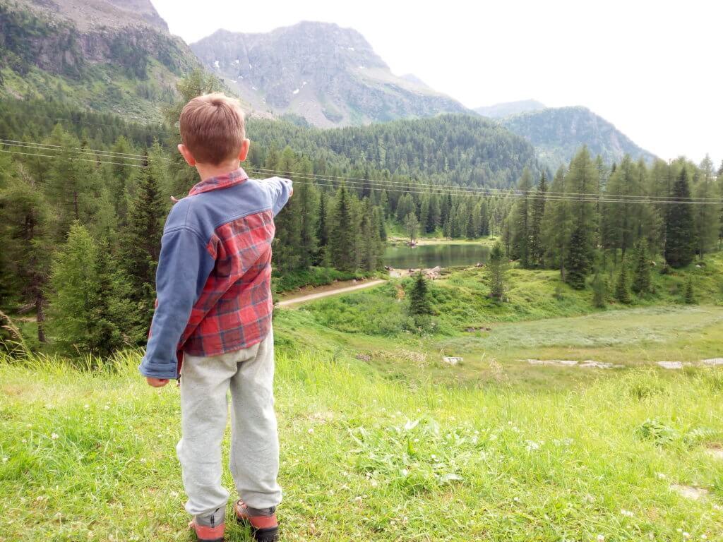 Il nostro itinerario alla scoperta del Lago di San Pellegrino e della vita di Malga, nella Perla Alpina di Moena, parte da qui