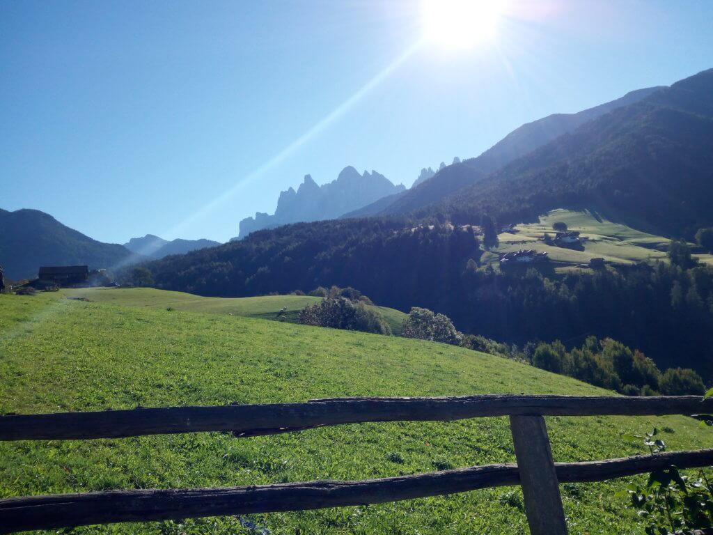 Val di Funes in una calda giornata autunnale di ottobre