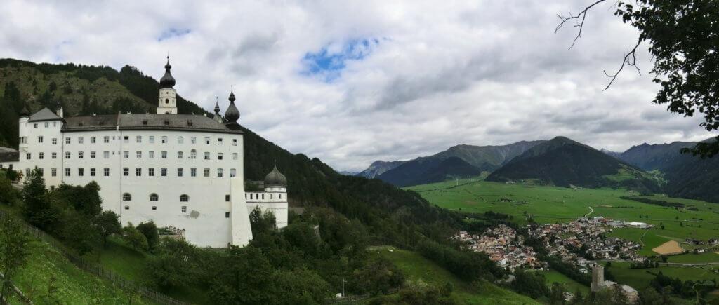 L'abbazia più alta d'Europa a Burgusio, nella Perla Alpina di Malles