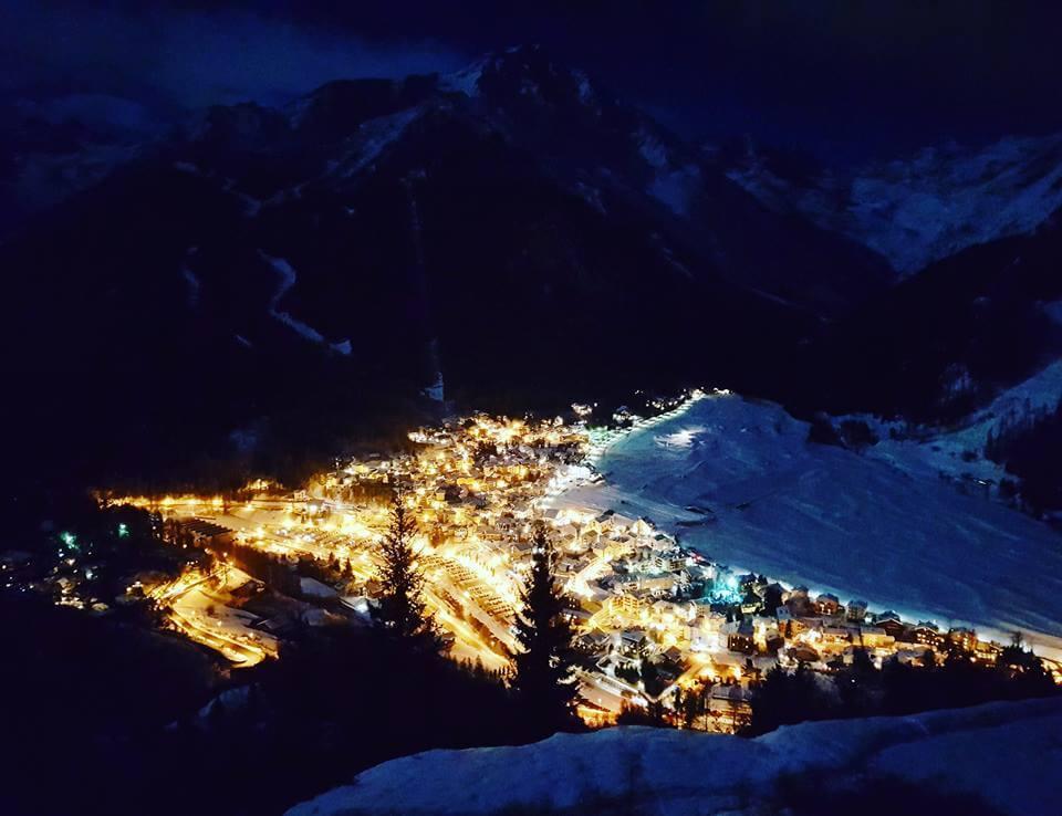 Cogne vista da Gimillan. la perla alpina ospita le gare di coppa del mondo