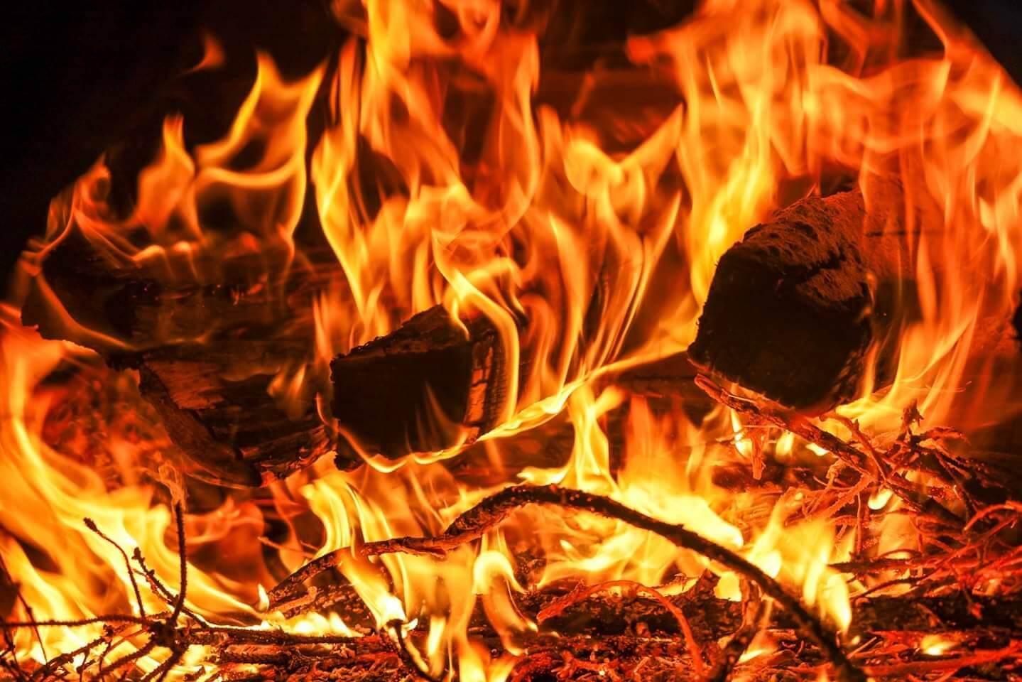 Si accende il fuoco - (c) lopanner.com